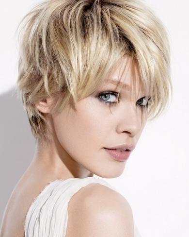 Short Face Framing Cut Layers Short Hair Trend 2017