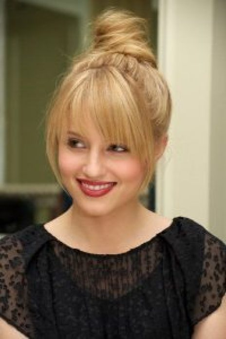 Hairstyles For Round Face Women Top Knot