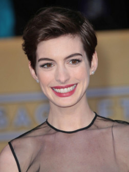 Anne Hathaways Short Hairstyles 2019 Haircuts
