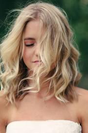 2016 lovely medium wavy hairstyle