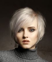 short straight light platinum blonde