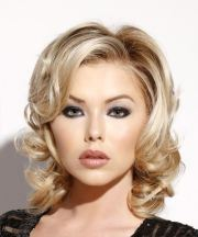 medium wavy light blonde hairstyle