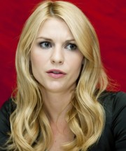 claire danes long wavy blonde hairstyle