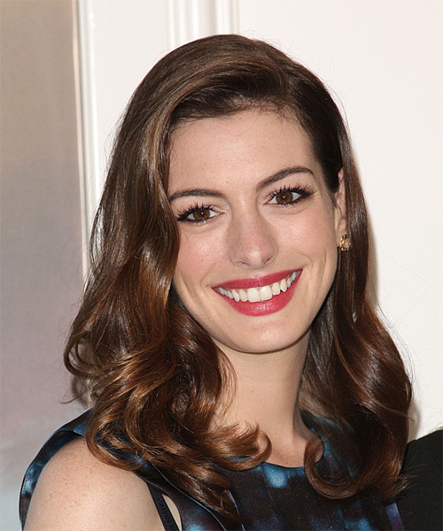 19 Anne Hathaway Hairstyles Hair Cuts And Colors