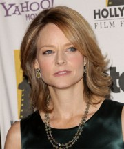 jodie foster medium straight caramel