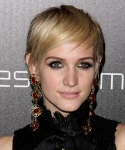 ashlee simpson light blonde pixie
