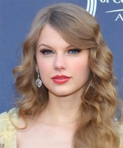 taylor swift long wavy formal hairstyle
