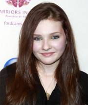 abigail breslin long straight dark