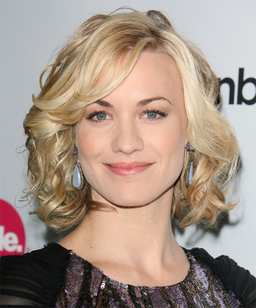Yvonne Strahovski Medium Wavy Formal Layered Bob Hairstyle