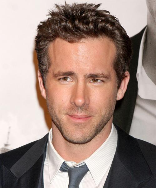 Ryan Reynolds Short Wavy Casual Hairstyle Dark Blonde