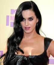 katy perry casual long wavy hairstyle