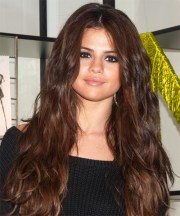 selena gomez casual long wavy hairstyle