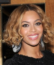 beyonce knowles short wavy casual