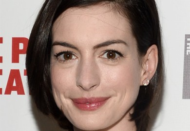 Anne Hathaway Short Straight Casual Hairstyle Dark