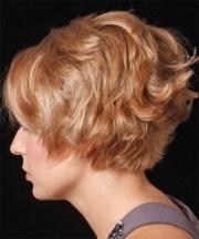 short wavy strawberry blonde hairstyle