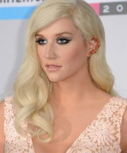 kesha long wavy light blonde hairstyle