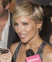 elsa pataky short straight casual