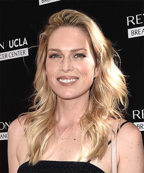 Sara Foster Long Wavy Casual Hairstyle Light Golden