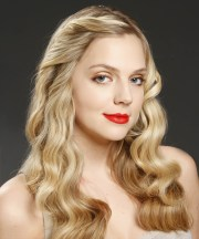 casual long wavy hairstyle - blonde