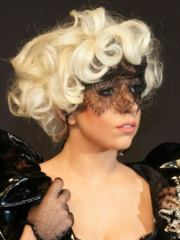 lady gaga curly hairstyle