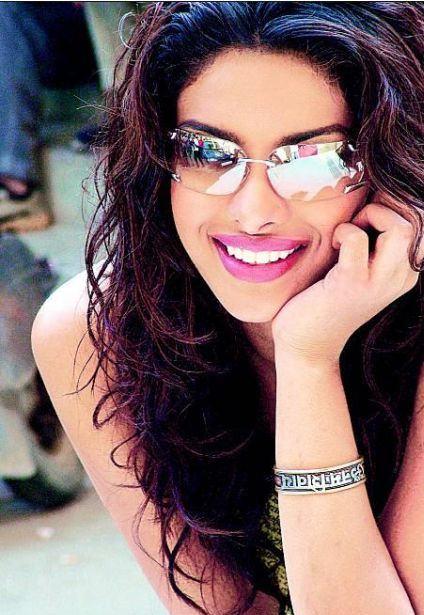 Priyanka Chopra Medium Wavy Hairstyle