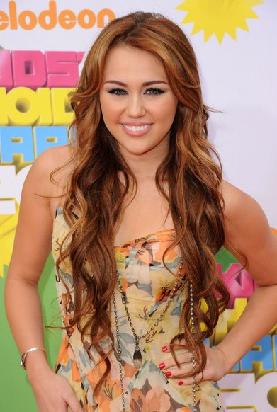 Miley Cyrus wavy hairstyles