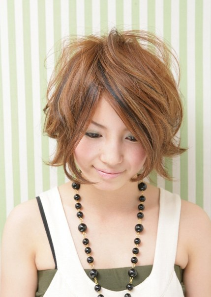 messy Japanese bob hairstyle