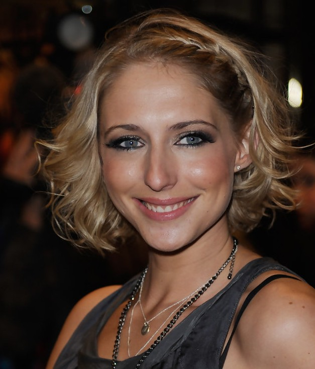 Short hairstyle with Side braid