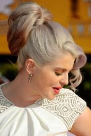 kelly osbourne loose ponytail updos