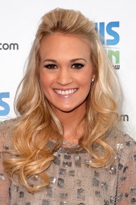 Carrie Underwood Long Blonde Curly Hairstyles