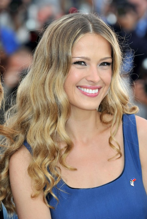 Petra Nemocova Long Highlighted Hair With Waves