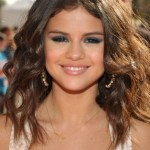 Selena Gomez Long Wavy Curly Hairstyle for Girls