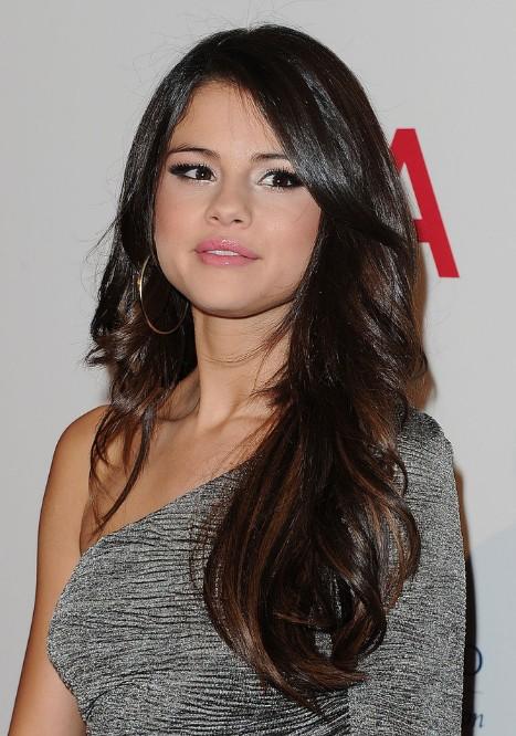 Selena Gomez Long Wavy Hairstyle