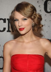 taylor swift beautiful long wavy