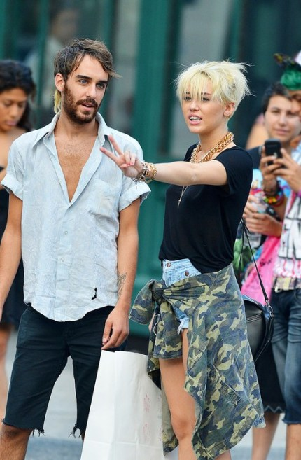 Miley Cyrus Short Blonde Haircut 2012: the pixie cut