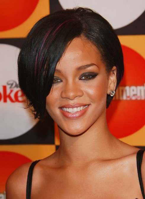 Rihanna-Short-Hairstyle-with-Streaks 2013