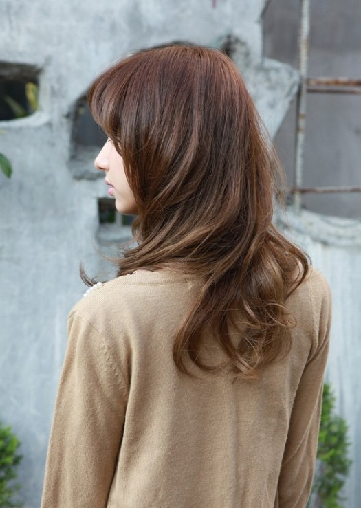 Asian girls medium wavy hairstyle