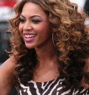 beyonce knowles curly ombre hairstyle