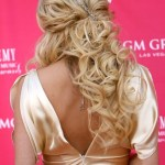 Carrie Underwood Half Up Half Down Hairstyles with Curls