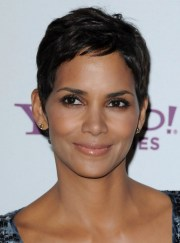 halle berry short pixie hairstyle