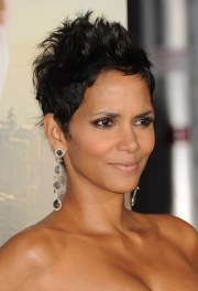 halle berry hairstyles short messy