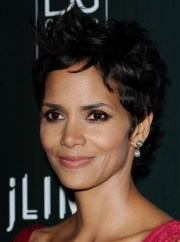 halle berry pixie haircut sexy