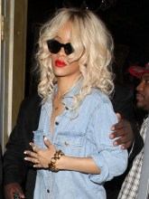 Rihanna Long Curly Hairstyle: Dark to Light Ombre Hair