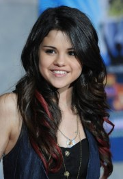 selena gomez long wavy hairstyles