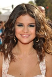 selena gomez shoulder length hairstyles