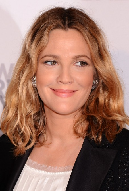 Drew Barrymore Medium Length Hairstyle Tousled Wavy Bob Hair  Hairstyles Weekly