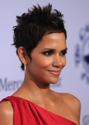 halle berry hairstyle side view