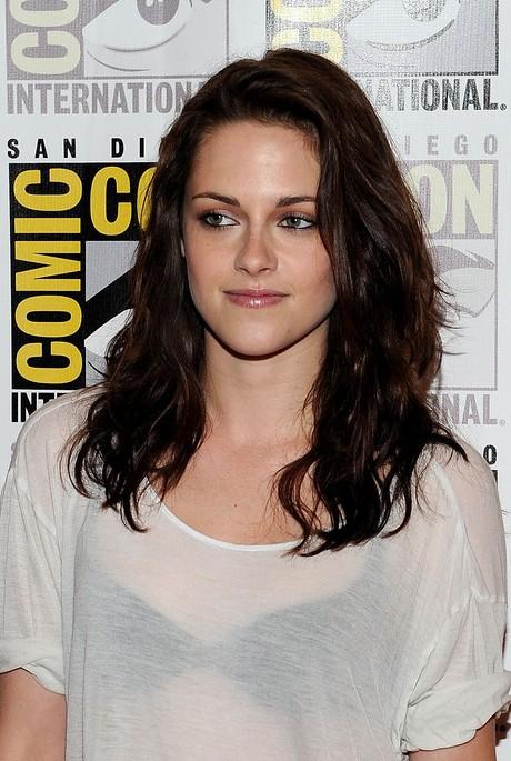 Kristen Stewart Cute Layered Medium Wavy Hairstyle