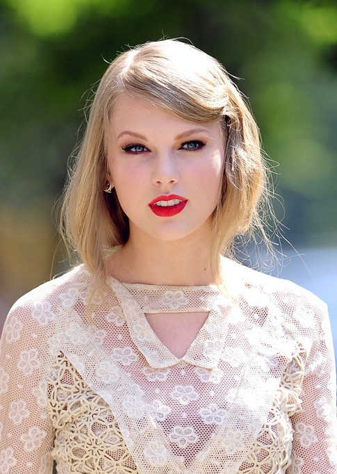 Taylor Swift Bobby Pinned Updo Hairstyle