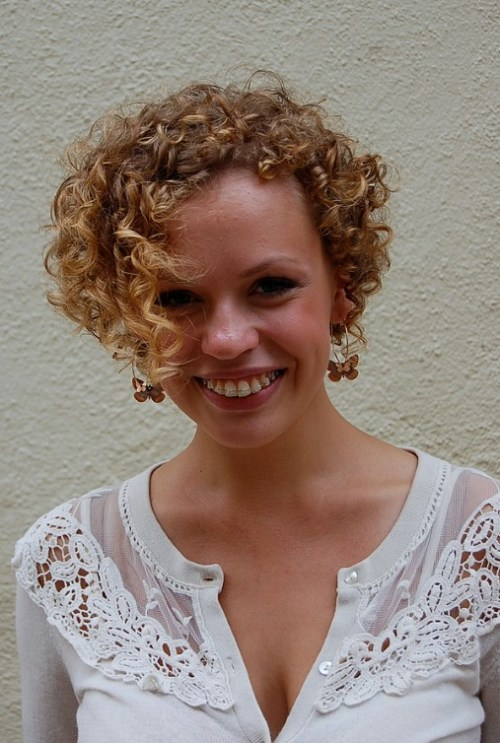 Asymmetric Short Curly Hairstyle for Women